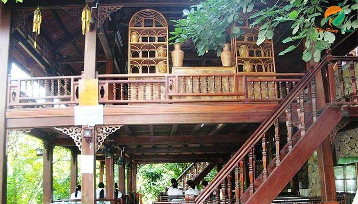 Nhà sàn khu Trung Sơn ở khu Thiên Sơn Suối Ngà