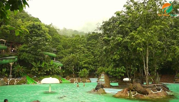 Bể bơi ở khu Trung Sơn