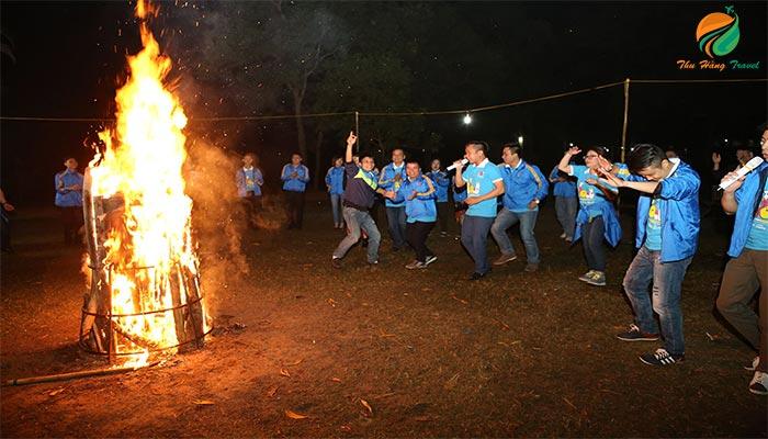 Đốt lửa trại - du lịch ba vì 2 ngày 1 đêm