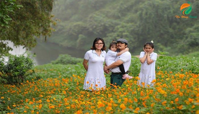 Gia đình cùng thưởng thức cảnh tại Medi Thiên Sơn