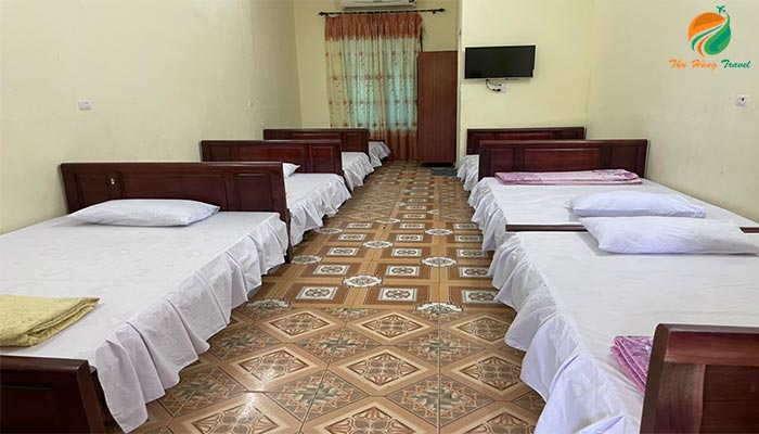 Phòng nghỉ tập thể ở khu du lịch Khoang Xanh Ba Vì