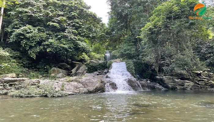 Tham quan hệ thống suối thác ở Khoang Xanh Suối Tiên