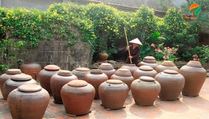 Những vại tương ở Làng cổ Đường Lâm