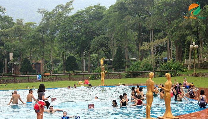 Mọi thành viên có thể ngắm cảnh, bơi lội tại các khu resort