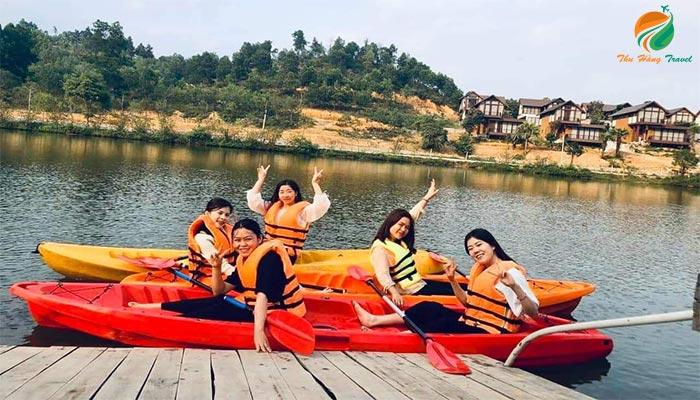Chèo thuyền Kayak ở khu cắm trại bản xôi