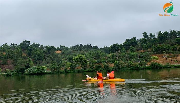 Chèo thuyền Kayak ở Thung Lũng Bản Xôi