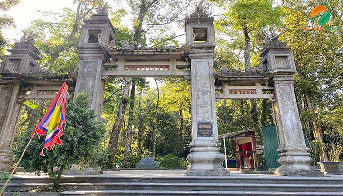 Đền Thượng là địa điểm du lịch tâm linh ở Vườn Quốc Gia Ba Vì