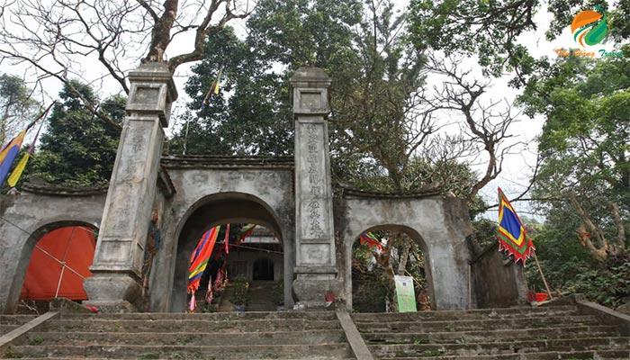 Đền thờ đức thánh Tản Viên - khu du lịch Ba Vì