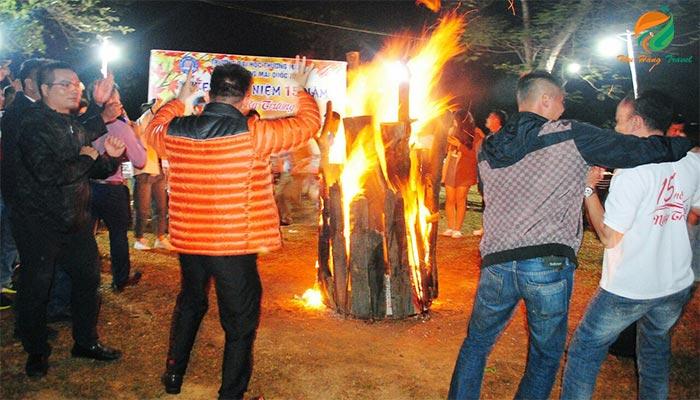 Tổ chức Gala lửa trại trong tour du lịch Ba Vì