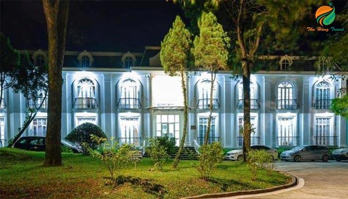 Khung cảnh về đêm của khu du lịch Ba Vì Resort