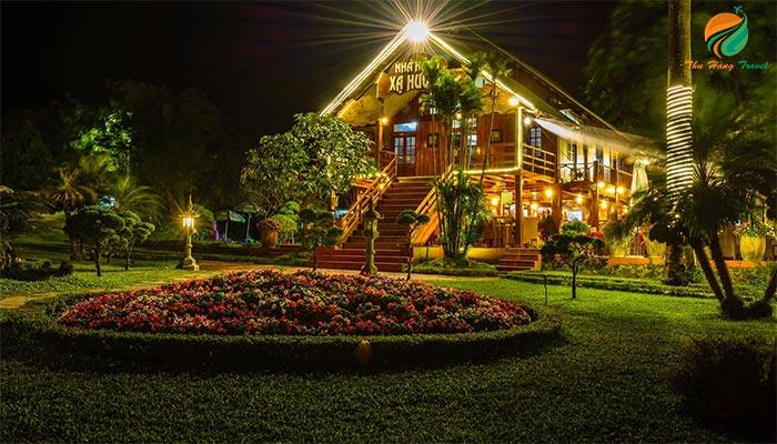 Nhà hàng Xạ Hương về đêm