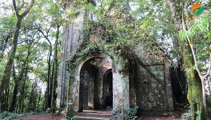 Nhà thờ đổ Ba Vì- địa điểm check in chụp ảnh