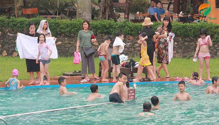 Bể bơi ở Paragon Resort