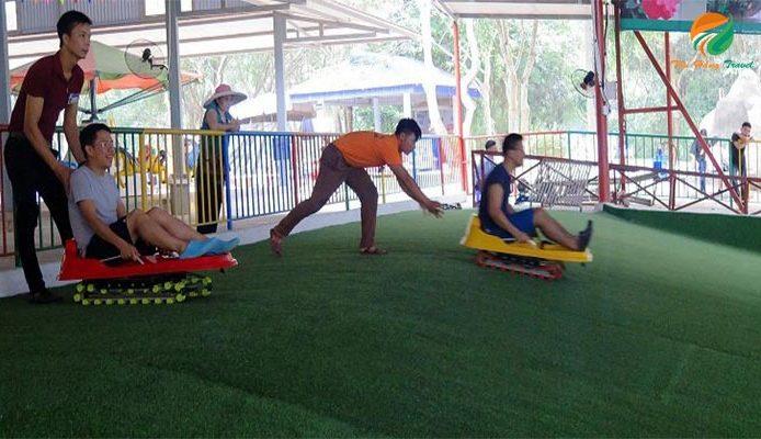 Không gian trượt cỏ nhân tạo ở khu du lịch Ao Vua