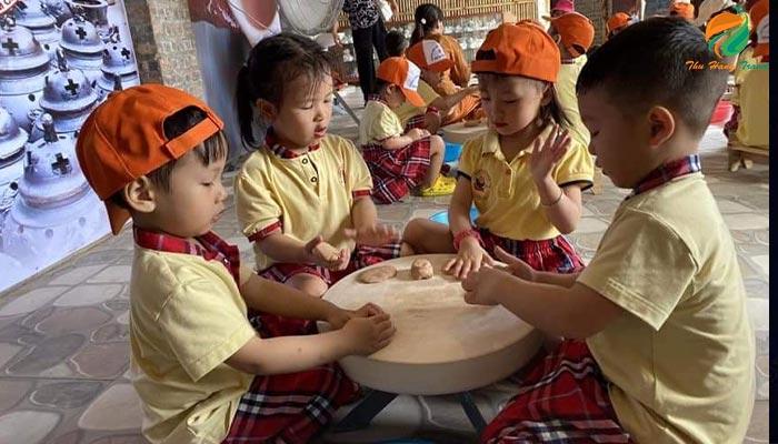 Các con tập làm gốm ở Eduland Ba Vì